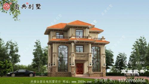 这款三层别墅设有户外活动露台,丰富居家生活